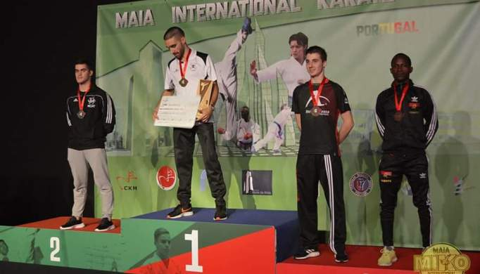 Prata para Bruno Penedo no Maia International Karate Open