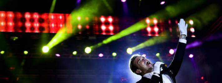 Robbie Williams mestre do entretenimento para 60 mil